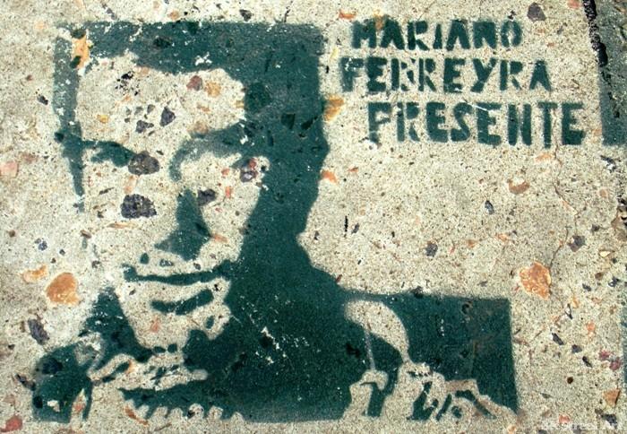 Mariano Ferreyra presente buenos aires street art stencil graffiti © buenosairesstreetart.com