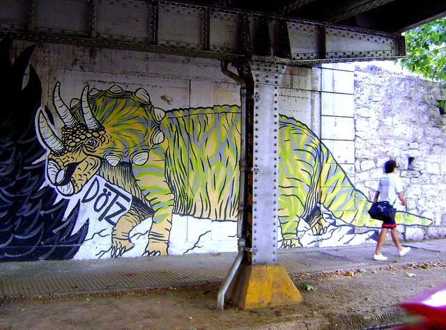 Triceratops dinosaur graffiti buenosairesstreetart.com