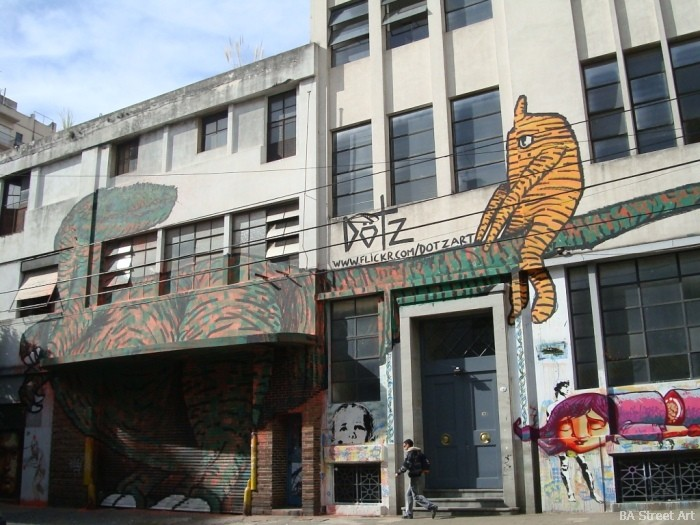 dinosaurs argentina graffiti © buenosairesstreetart.com