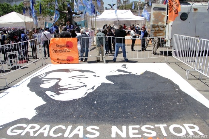 nestor kirchner political graffiti plaza del congreso buenos aires