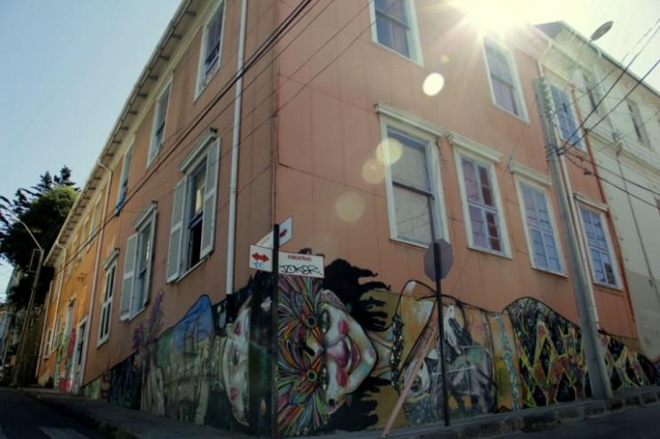cerro alegre street art valparaiso charquipunk la robot de madera buenosairesstreetart.com
