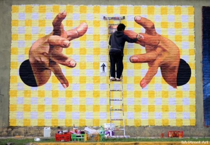 street art argentina mural grid matricula ladder escalera hands manos buenosairesstreetart.com