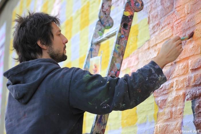 street art buenos aires martin ron paint brush pincel mural ladder escalera buenosairesstreetart.com