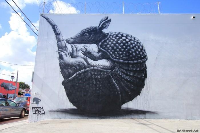 roa armadillo mural miami wynwood walls 2013 street art buenosairesstreetart.com