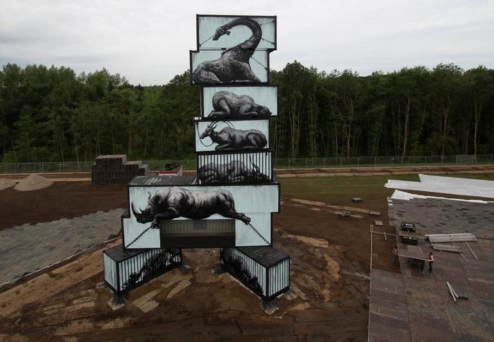 roa painter belgium animals black and white artista callejero