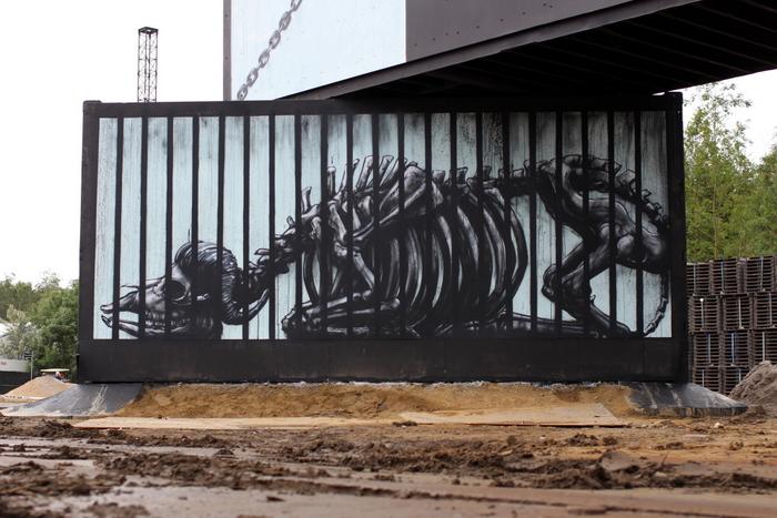 roa skeleton street art belgium ghent werchter graffiti