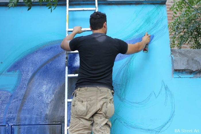 aerosol urbano artista pintando buenos aires coghlan buenosairesstreetart.com