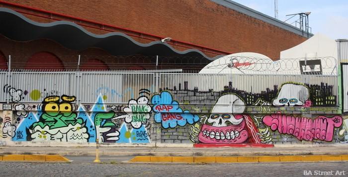skull graffiti teeth sweet toof argentina  buenosairesstreetart.com