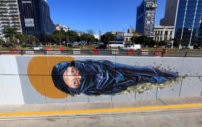 arte publico buenos aires metrobus argentina street art miguel babjaczuk photo