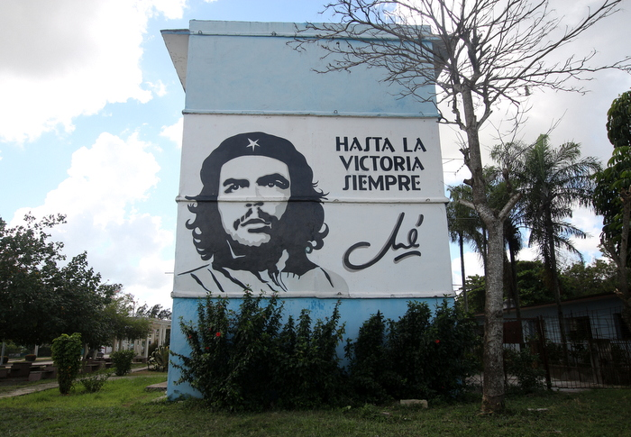 che graffiti hasta la victoria propaganda cuba buenosairesstreetart.com
