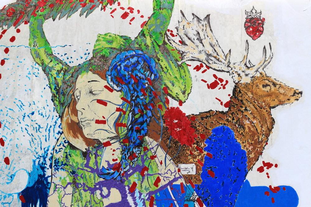 jellyfish stag deer statue budapest street art paul mericle buenosairesstreetart.com