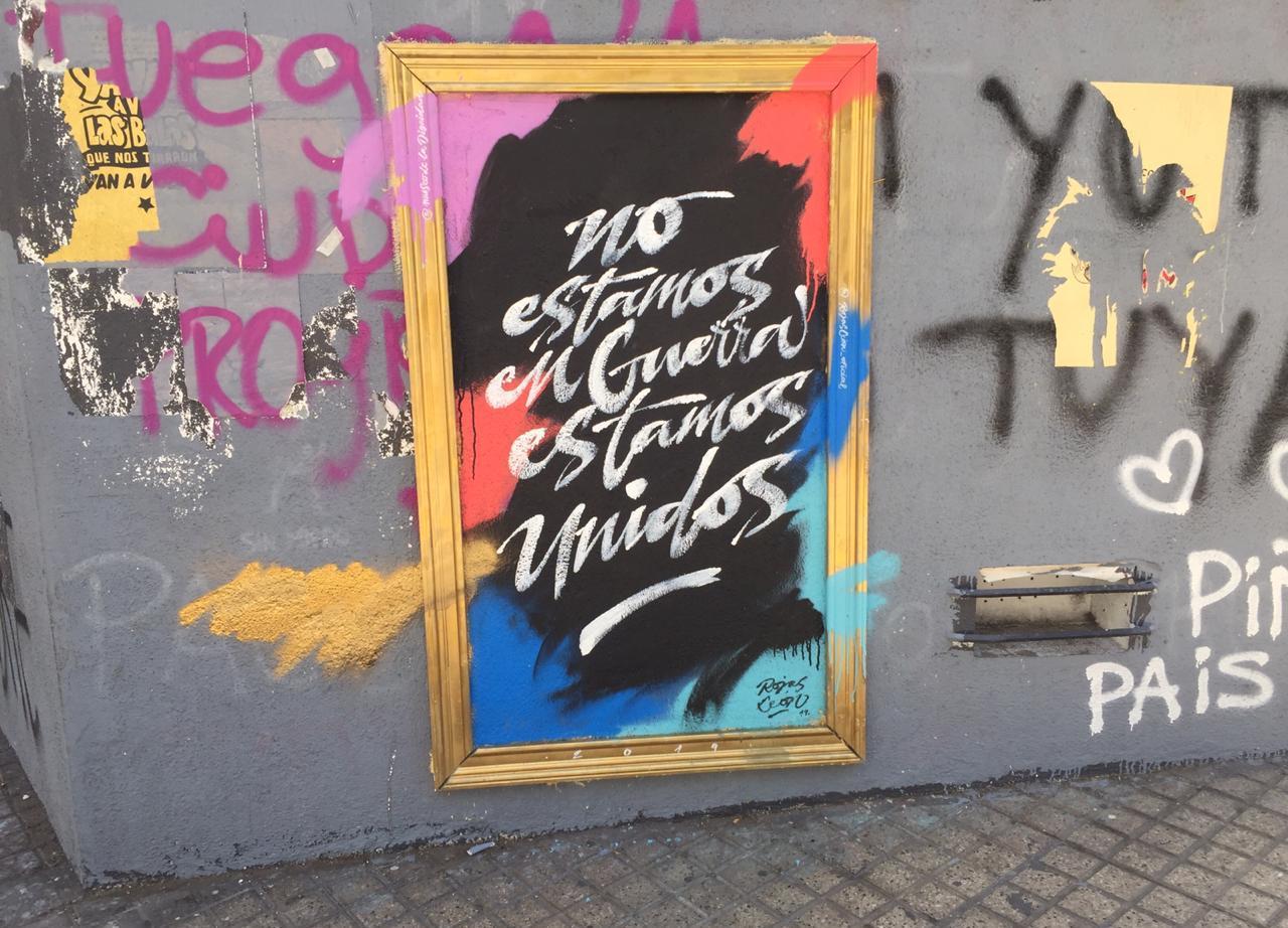 no estamos en guerra santiago chile graffiti vandalismo