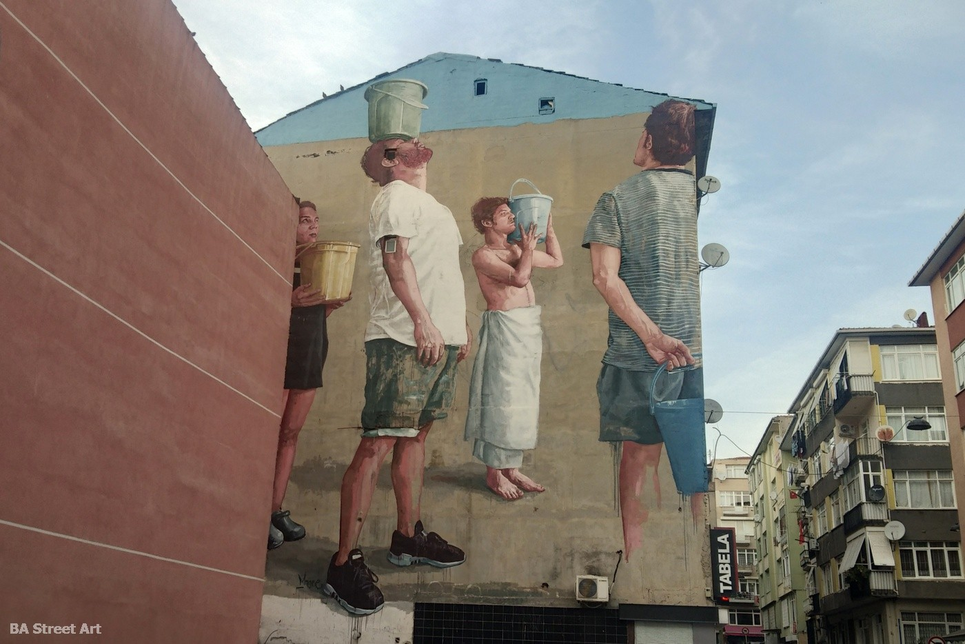 fintan magee mural istanbul kadikoy turkey buckets baldes urban art festival buenosairesstreetart.com