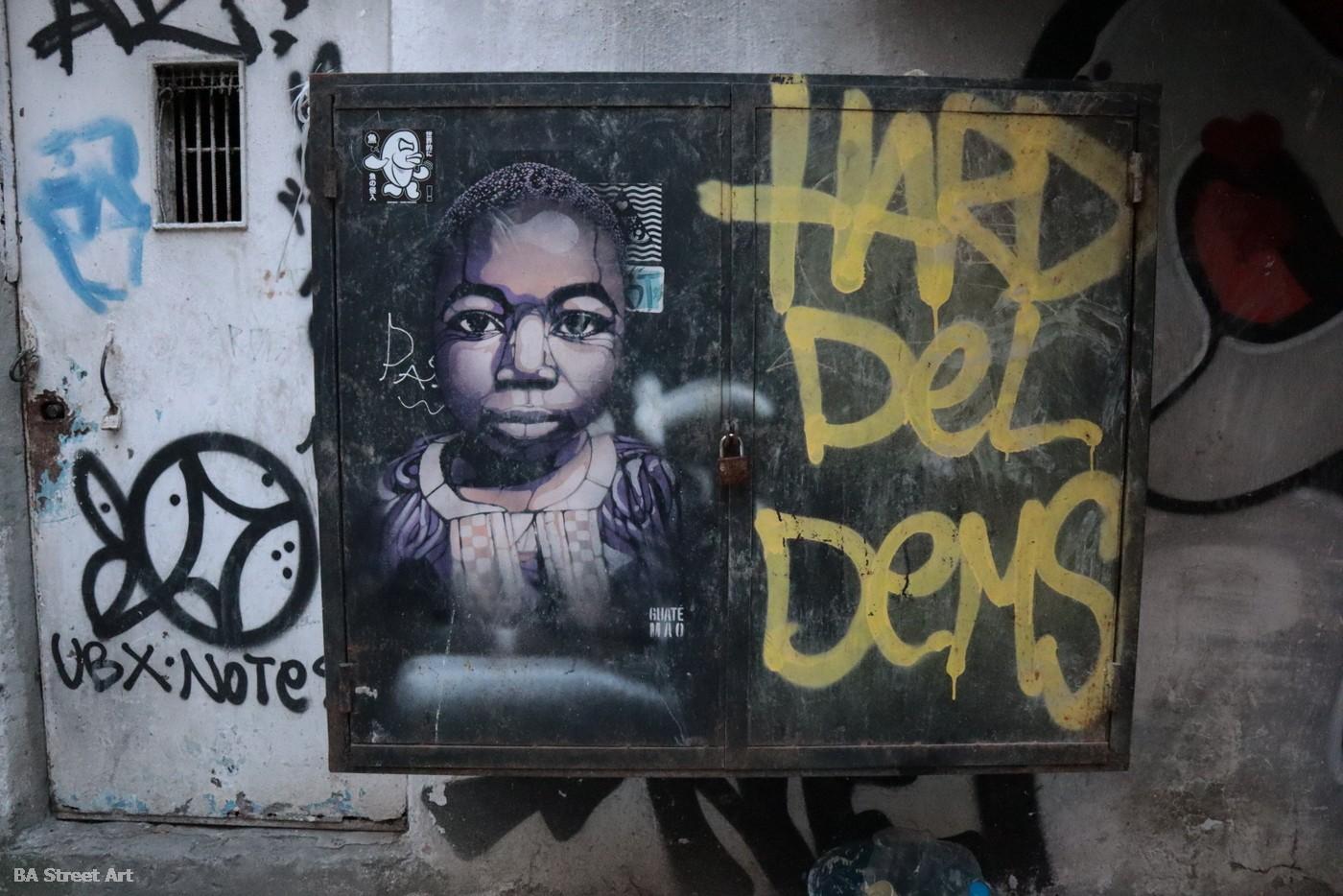 istanbul street art turkey karakoy stencil graffiti tour guide buenosairesstreetart.com