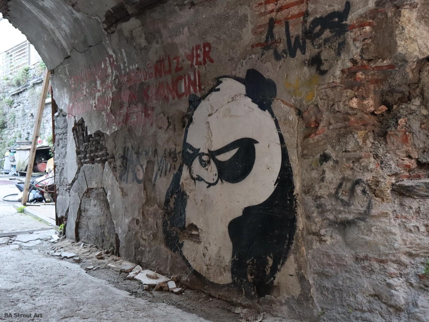 panda street art leo lunatic istanbul turkey graffiti urban art festival karakoy buenosairesstreetart.com
