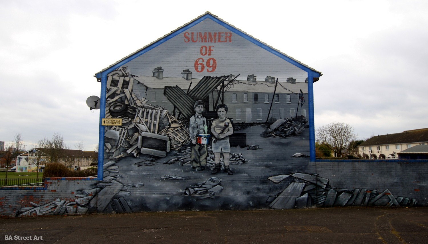 loyalist mural belfast bombing 1969 summer of 69 shankill estate protestant
