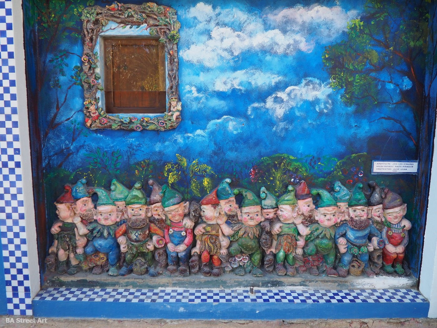 casa duendes gnomes valencia cabanyal spain garden gnomes ceramic art tour ceramico arte