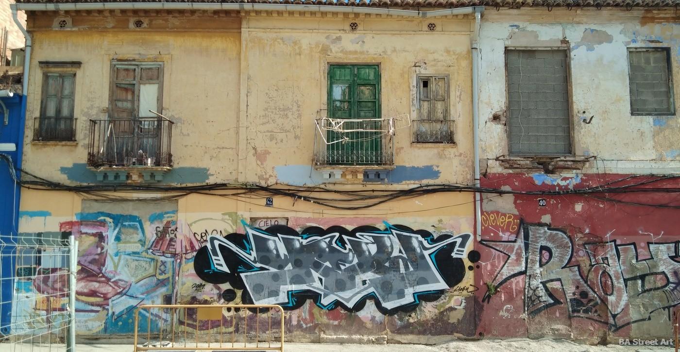 el cabanyal casas viejas pescadores valencia abandonado playa barrio españa graffiti vandalismo