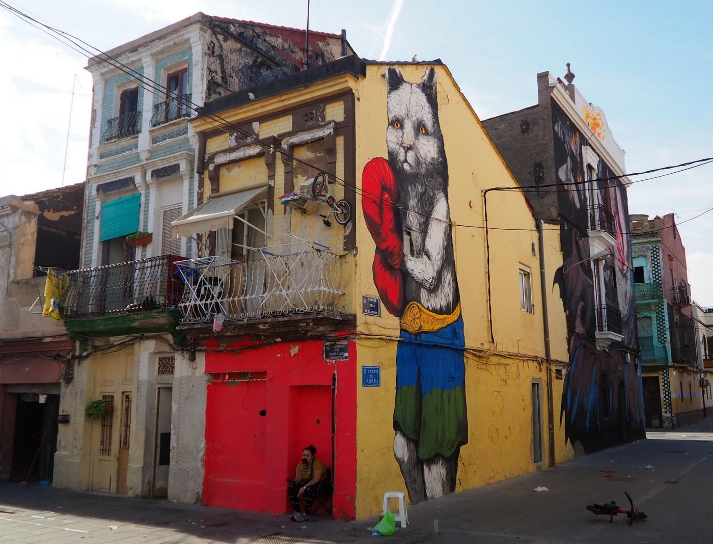 ericailcane mural el cabanyal valencia fresque murais muro festival arte urbano urban art spain old houses buenosairesstreetart.com